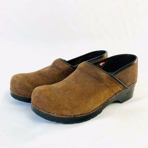 Sanita Clogs Sz 40 Brown Oiled Pebbled Leather 9.5